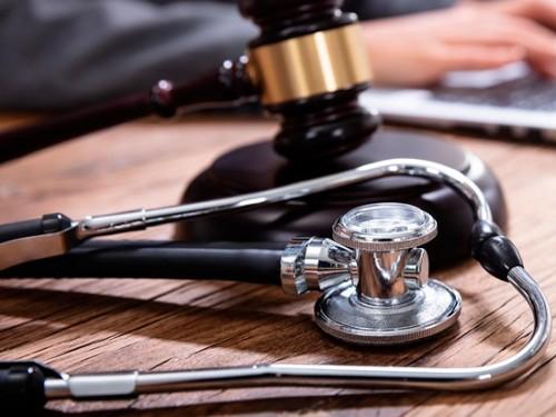 Saiba como um advogado agrega segurança jurídica na gestão de uma clínica